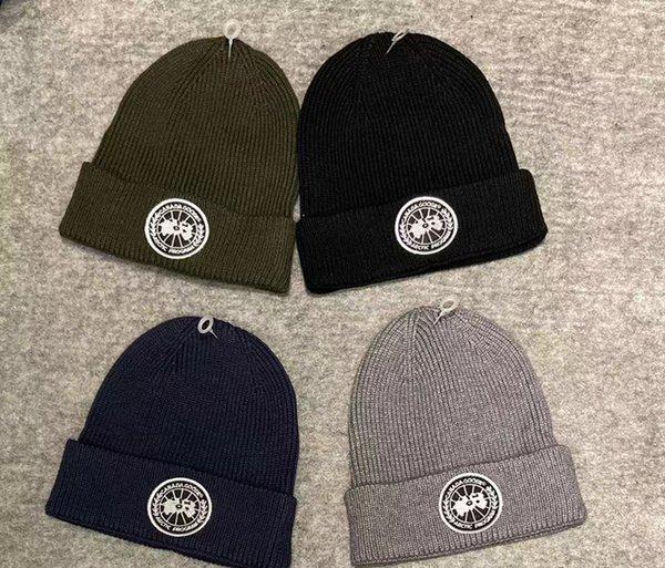 Vente en gros 500 broderie récent conception chapeau de la marque d'hiver pour les femmes des hommes Skullies Hat hiver tricot de crâne marque Caps Bonnet