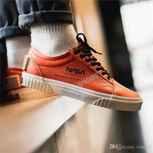2019 New NASA Space Voyager Old Skool True White Orange Canvas Skateboard Designer Shoes Fashion Women Mens Casual Sneakers 35 44 Cool Kids Sneakers