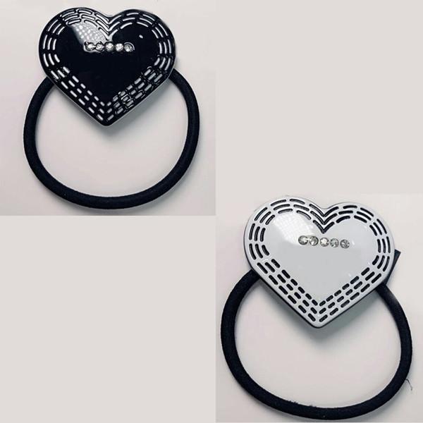 4X4.5 CM anillo de pelo en forma de corazón de acrílico C en blanco y negro con broca de goma de pelo pinzas de pelo tocado Contador regalo 4 unids / lote