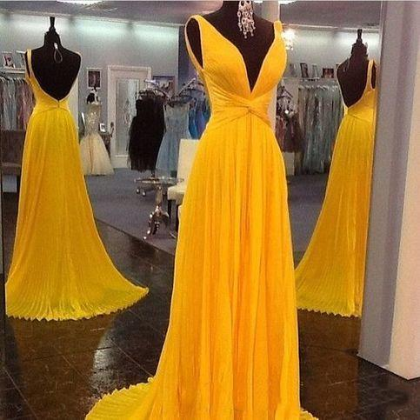 2020 Giallo Ruffle Sexy Plunging Neck Chiffon lungo Prom Dress con gonna fluida Open Back Pageant Dress Abiti laurea Cheap