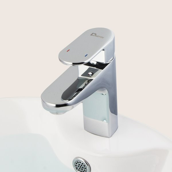 lavabo de cromo grifo de latón grifo de baño sola manija grifo de baño Contemporáneo contemporáneo grifo del fregadero agua fría y caliente