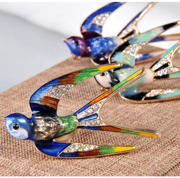 Novo Eco Amigável Liga Broche Personalizado Esmalte Artesanato Broche de Strass Acessórios de Vestuário Pingando Óleo Andorinhas Broche