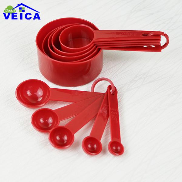 Tazze di misurazione di plastica rosse 10pcs / lot che misurano gli strumenti della cucina del cucchiaio che misurano gli strumenti stabiliti per cuocere il tè del caffè