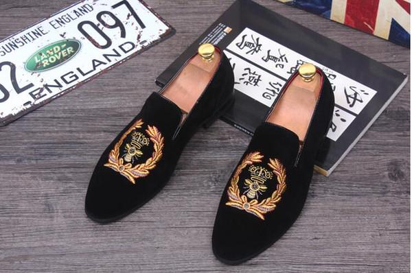 Los hombres de la moda se deslizan en los zapatos de terciopelo para hombre Zapatillas de terciopelo ocasionales Zapatos de vestir de diseñador Pisos para hombres Zapatos de boda y fiesta