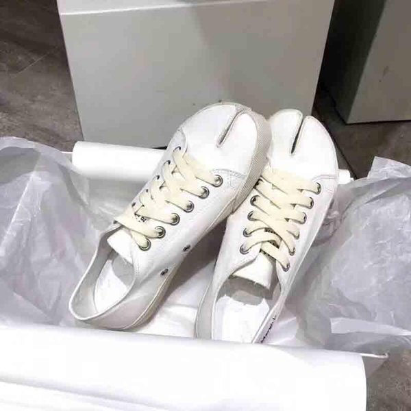 2019 New !Spring toe-splitting canvas leisure shoes, pure handmade women's luxury leisure shoes, designer women spring leisure shoes