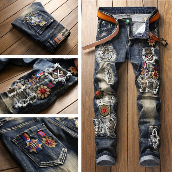 Hot Retro Mens Jeans Hole Patch Loose Embroidered Personality Medal Straight Blue Nostalgic Stitching Men Denim pants Trousers