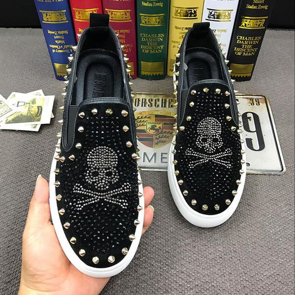 2019 Yeni İtalya Stil Moda kafatası Erkekler loafer'lar Elmas Rhinestones Spike erkekler ayakkabı Perçinler Casual Flats Siyah Kırmızı sneakers