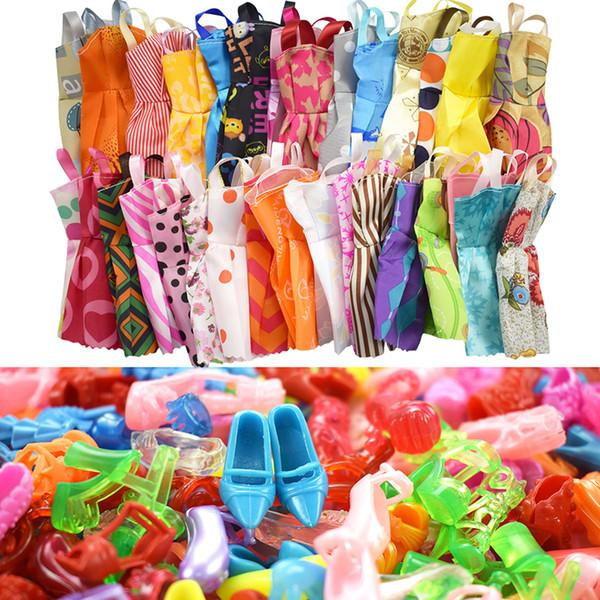 15 Öğe / Set Bebek Aksesuarları = 10 Adet Güzel Bebek Giysileri Sıralar + 5 Ayakkabı Moda Parti Çocuk Hediye Oyuncaklar için Barbie Bebek Aksesuarları