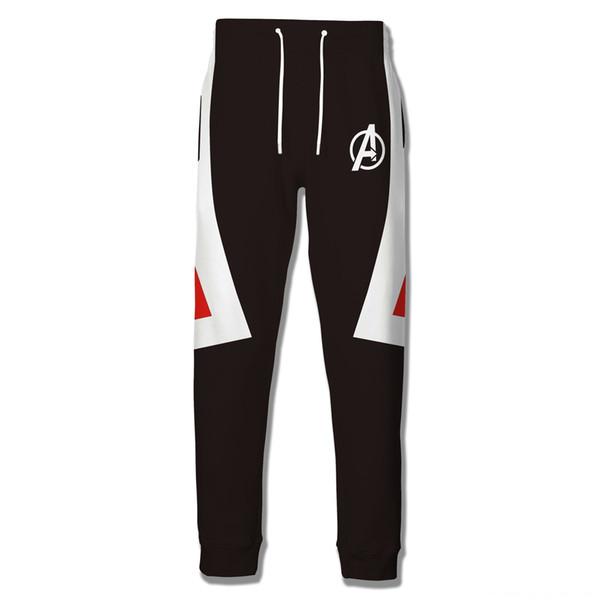 Quantum roja y pantalones negros