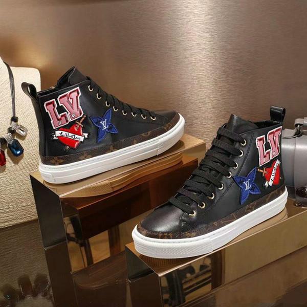 2019 Zapatos de diseñador de lujo de moda Material de cuero Zapatos casuales de mujer Zapatos planos Diseñador Bordado de letras altas