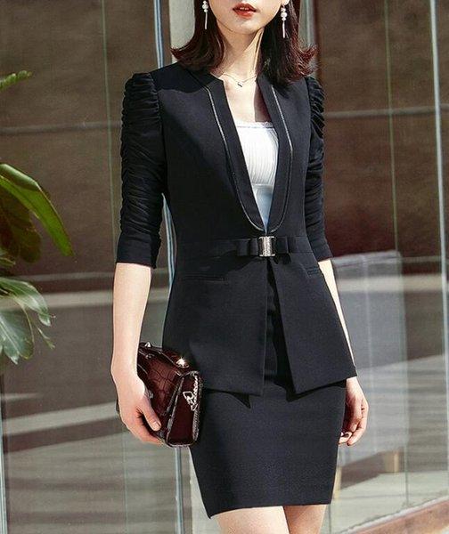 casaco preto e uma saia