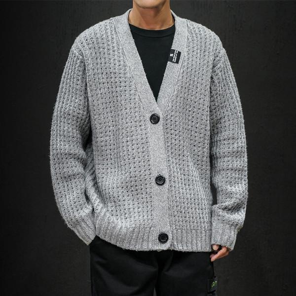 Openwork Maglione Uomini Big Button V-collare cardigan solido cappotto maschile 2019 nuovo stile giapponese Trendy Abbigliamento casual Uomo maglieria