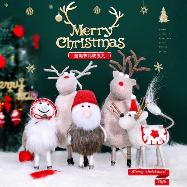 Schöne Weihnachten Bilder.Grosshandel Frohe Weihnachten Figur Schneemann Puppe Ornamente Szene Layout Dekoration Schone Weihnachten Elch Elder Hirsch Handgemachte Pluschtiere