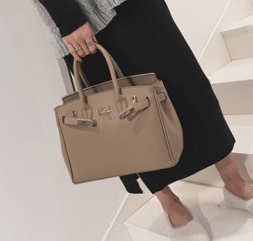 Popular designer handbag Fashion Women clutch Bag Leather Handbags MINI Shoulder Bag Crossbody Bags lady Messenger Bag party purse M79356