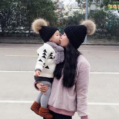 Çocuklar Moda Çocuk Kış Rakun Kürk Şapka 100% Gerçek Kürk çocuklar Çocuklar Için pom pom Kasketleri Kap Doğal Şapka