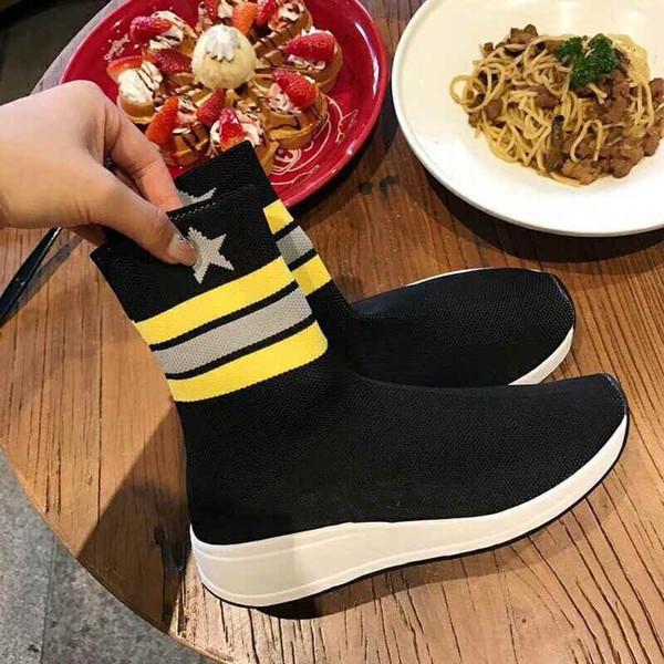 Les chaussettes, bottes et baskets en laine 3A sont des chaussures décontractées de luxe françaises que les femmes aiment le plus