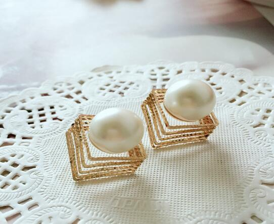Hot Style Earrings Korean version of fashion with retro exaggerated earrings wholesale pearl block earrings classic exquisite elegance