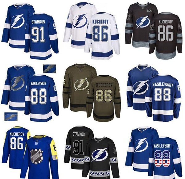 Benutzerdefinierte Tampa Bay Lightning Jersey Steven Stamkos 86 Nikita Kucherov 88 Andrei Vasilevskiy 21 Brayden Nummer 37 Yanni Gourde USA Flag Hockey