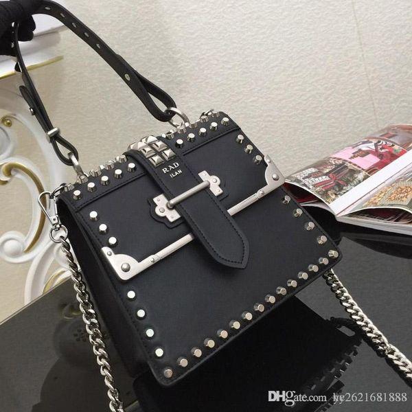 Designer Handbags Studded Leather Handbags Banquet One Shoulder Crossbody Handle Cover Bag Metal Decoration Vintage Fashion New Model:
