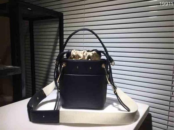 European Classic Luxury Style Damen-UmhängetascheRelief decorati fishone bag Leather Making Belt buckleWater wellpappe Ledertasche