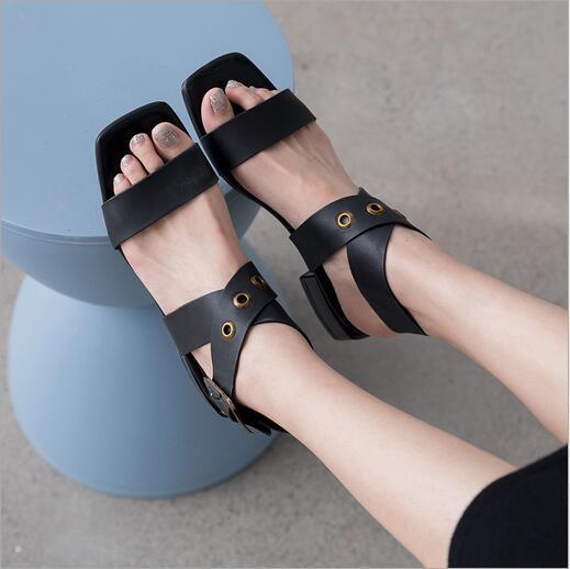 Novas sandálias de cabeça confortável Euro-American Square com fivelas de pulso e saltos altos