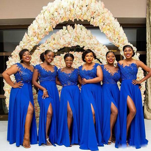 Atacado A Linha Azul Royal Dama de Honra Vestidos Colher Pescoço Rendas Apliques de Contas Side Dividir Prom Vestido Chiffon Até O Chão Vestido de Cocktail