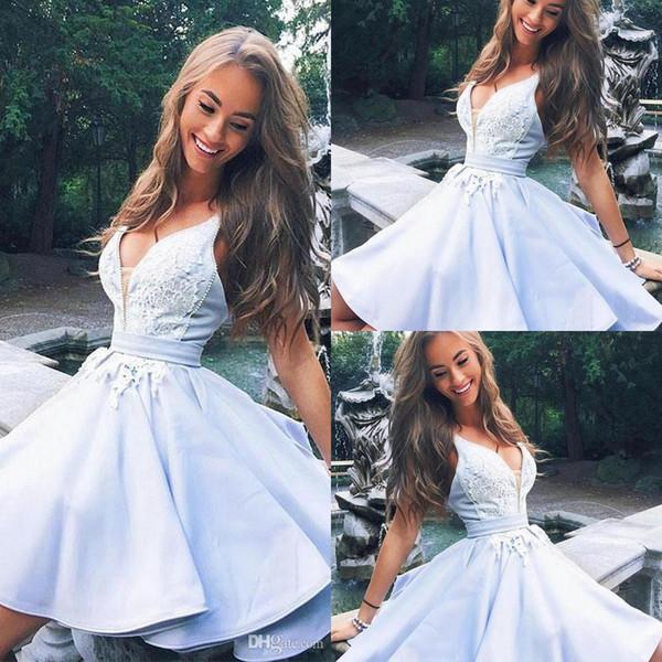 2019 Nueva graduación Borgoña Rojo Luz Cielo Azul Lindo con cuello en v de encaje vestido corto de fiesta vestidos de fiesta Vestidos cortos de cóctel