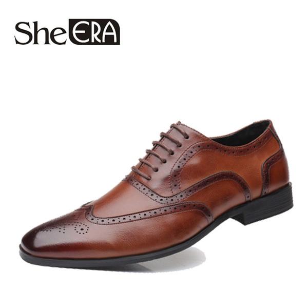 2019 Casual Business Dress Hommes de marque de mode hommes chaussures brogue pour la fête de mariage rétro en cuir noir brun bout pointu Oxford chaussures