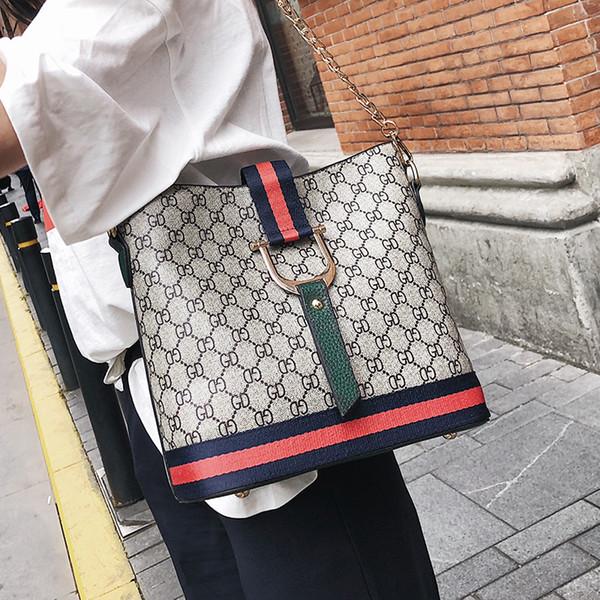 Yüksek Kapasiteli Kadınlar Lüks Çanta Moda Bayanlar Omuz Çantaları Tasarımcı Messenger Çanta Kore Taşınabilir kova çanta Deri Crossbody Çanta