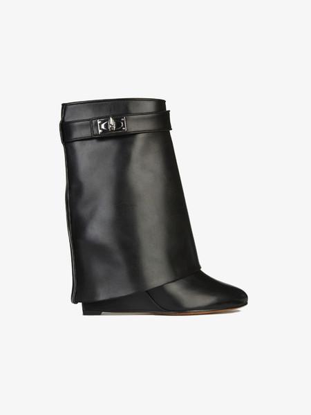 Cuña de cuero plana 2018 con hebilla de cuerno puntiaguda en el interior de botas medianas más grandes zapatos grandes