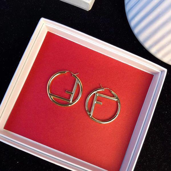 Top de bronze redonda oca material e forma F Brinco para as mulheres presente da jóia de ouro 18k banhado PS5742 transporte livre