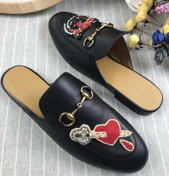 Nuovi sandali estivi da donna di lusso firmati Ciabatte da spiaggia Pantofole di lusso Scarpe da donna firmate Stampa Fiori in pelle Ape 35-41 con scatola