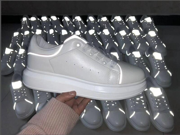 Hommes Femmes Mode Plate-forme De Luxe Chaussures Plate Casual Lady Marche Casual Sneakers Lumineux Fluorescent Blanc Chaussures En Cuir
