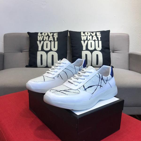 Em 2019, calçados casuais masculinos, luz noturna, tendências da moda, solas de borracha anti-derrapantes, conceitos de design de topo. Cor: branco, tamanho: 38-44