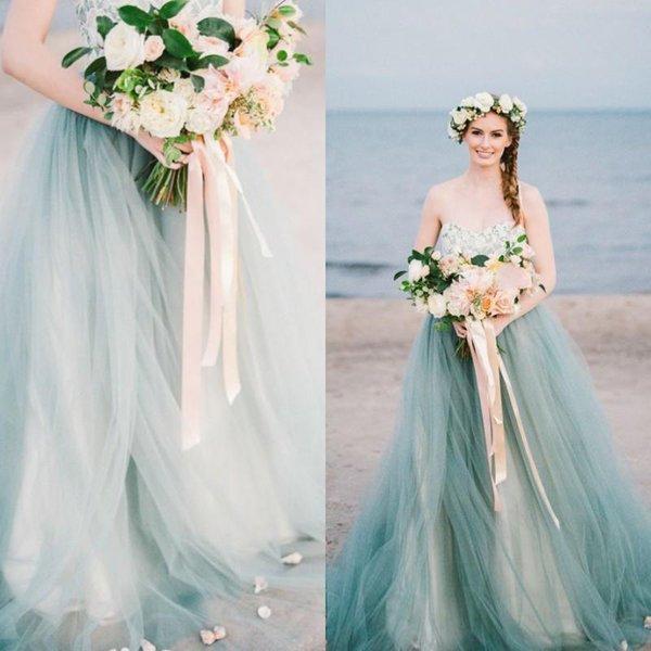 Vintage coloré une ligne robes de mariée bustier chérie dentelle tulle bleu pâle tulle pays plage robes de mariée avec train de balayage
