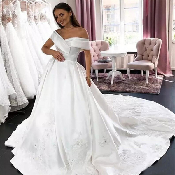2019 Simple Satin Wedding Dresses Off The Shoulder Lace Appliques Beaded Sequins Country Bridal Gowns Vintage Wedding Dress