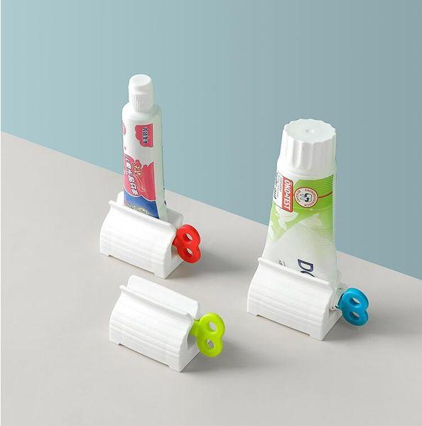 top popular Rolling Tube Toothpaste Dispenser Easy Toothpaste Squeezer Cleaner Cream Squeezer Foam Cleaner Toothpaste Holder Squeezers Dispenser 2021