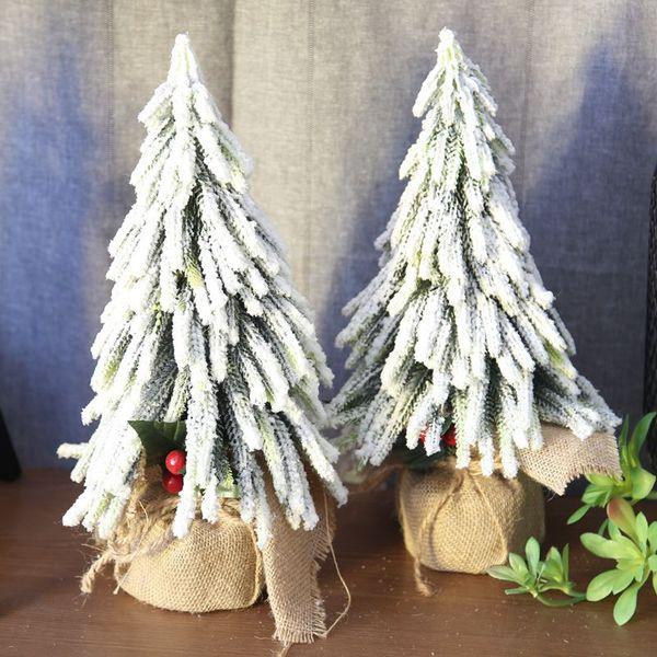 Arbre de Noël Fleurs de Noël artificiel Berry Arbre de neige pour fond Accueil de mariage Festival de la photographie Scène transfrontalière