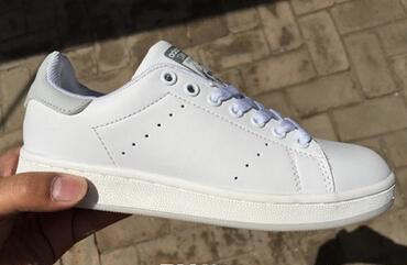 белый серый