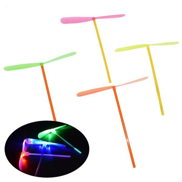 Moda Led illuminato Flying Bamboo Dragonfly Elicottero Boomerang Frisbee Flash Bambini Bambini Ragazzi Giocattoli regalo di Natale
