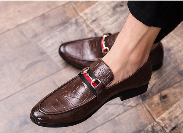 Hot Sale-2019 New style Black Leather Mens Rivets Loafers Designer Fashion Slip-on Mens Dress Shoes Handmade Men Smoking Shoes Casual Flat