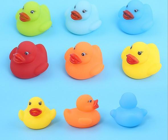 Renkli Bebek Banyo Su Oyuncak Yüzen 5X5.5X4 cm Kauçuk Ördekler Çocuk Oyuncakları Sevimli Yüzme Ördek Oyuncak Duş Plaj Oynamak Seti ...