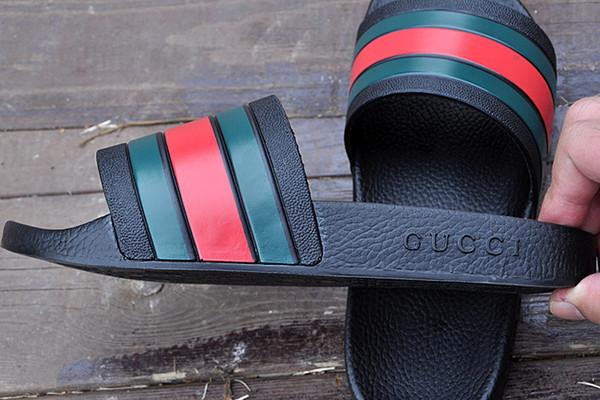 Erkek Kadın Sandalet Tasarımcı Ayakkabı Lüks Slayt Moda Geniş Düz Kaygan Kalın tasarımcı Sandalet Terlik Flip Flop boyutu 36-45 EN IYI KALITE