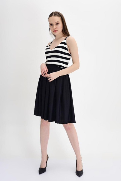 Cotton Mood Maglia girocollo attillata attillata con motivo a maglia nera da donna, modello 9131314