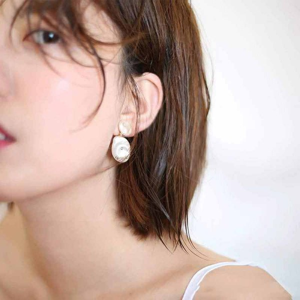 Europe and America Fashion Women Popular Design Earrings Yellow Gold Plated Pearls Earrings for Girls Women for Party Wedding Nice Gift