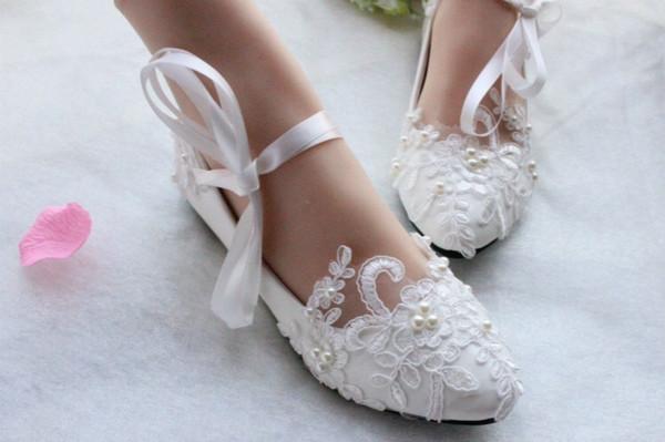 2019 Seksi Dantel-up Çiçekler Gelin Ayakkabıları Düğün Gelin Ayakkabıları Aplike Dantel İnciler Boncuklu Flats Ucuz Düğün Ayakkab ...