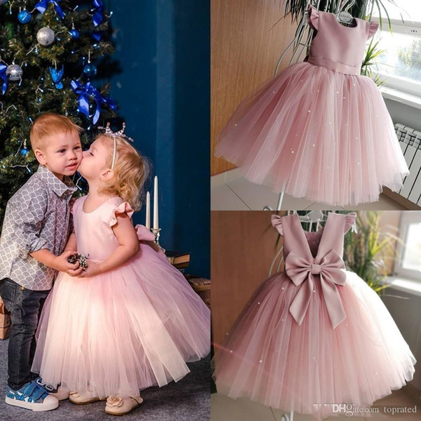 2019 Pink Short Mini Flower Girls Dresses Cape Sleeve Backless Cover Bow Pearls First Communion Dresses Custom Made Girls Pageant Gowns