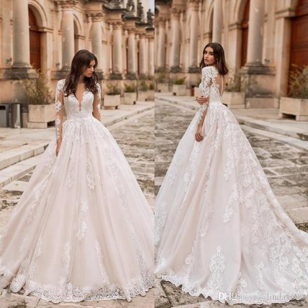 2019 Gorgeous Designer Long Sleeves Wedding Dresses Light Champagne Sheer V Neck Lace Appliqued Bridal Gowns Plus Size Tulle Wedding Dress