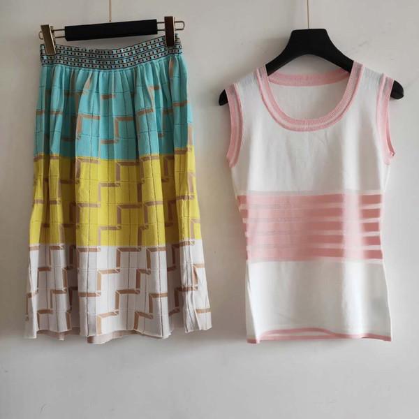 T-shirts et jupes pour femmes Deux pièces ensembles 071911