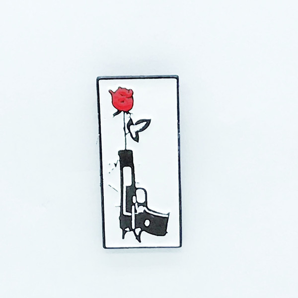 Cute Metal Brooch Punk Hand Painted Badges Black Rose Pistol Brooch Red Rose Pins Enamel Pin Jewelry Flower Brooches